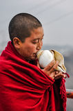 Mönch mit Muschel in Arunachal Pradesh Lizenzfreies Stockbild