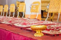 Mönch's-Sitze im thailändischen Tempel Stockfotos