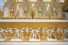 Mönch und hamuman Dekorationen angebracht auf Pagode Stockfotografie