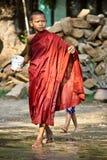 Mönch während Wasser-Festivals 2012 auf Myanmar Stockfotografie