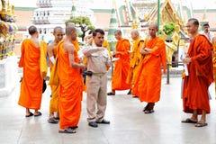 Mönche auf Exkursion Stockbilder