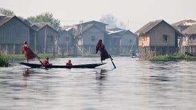 Mönche auf Inle See Birma Stockfotografie