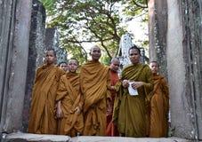 Mönche in Bayon-Tempel Stockbilder