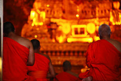 Mönche beten Lizenzfreie Stockfotos