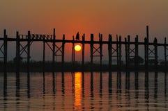 Mönche in der Sonnenuntergangszene Stockbilder