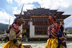 Mönche, die am Tchechu-Festival in Ura - Bumthang-Tal, Bhutan, Asien tanzen lizenzfreie stockfotografie