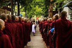 Mönche in Mandalay Stockbilder