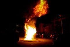Mönche und zeremonielles Feuer, Gyuto-Kloster, Dharamshala, Indien Lizenzfreies Stockfoto