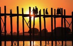 U-Bein Brücke am Sonnenuntergang, Myanmar Stockbilder