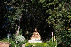 Mönchstatue im Freien von Wat Phra That Doi Suthep in Thailand Stockbild