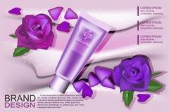 Mönstra den kosmetiska advertizingen, den kosmetiska tomma orienteringen med lilor, kräm och den rosa kosmetiska flaskan, rör Fotografering för Bildbyråer