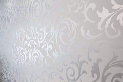 Mönstrad silvertapet Arkivfoto