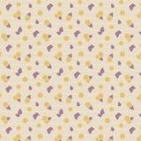 Mönstrar mattt papper för ljus beige bakgrund med små gula tomater och purpurfärgade sidor som kryddar basilika, den sömlösa vekt Royaltyfri Bild
