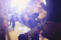 Mördare eller terrorister använder vapen, kapare och våldsamma fångar för gisslan Arkivfoton