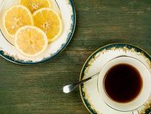 Mördegskaka för miljonär` s med svart citronte Royaltyfria Foton
