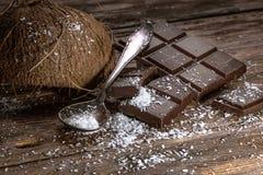 Mörk choklad och kokosnöt Royaltyfria Foton