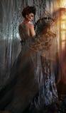 Mörk drottning i svart fantasidräkt royaltyfria foton