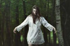Mörk flicka med ont uttryck Royaltyfria Foton