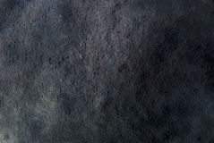 Mörk grå färgsvart kritiserar bakgrund eller textur som är detaljerade av den verkliga äkta stenen från naturen royaltyfri fotografi
