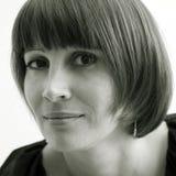 mörk haired damunderklädermodell Arkivfoto