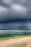 Mörk himmel över havet, den lilla ön av GILI Indonesia Av det indiska havet Arkivbilder