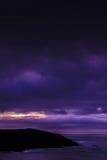 Mörk himmel på kusten Royaltyfri Foto