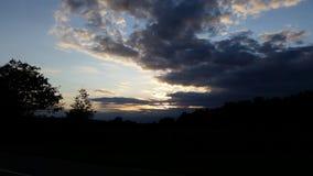 Mörk himmelsolnedgång royaltyfri foto