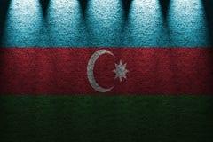 Mörk ljusbakgrund för vägg fem med att blanda den Azerbajdzjan flaggan Fotografering för Bildbyråer