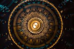 Mörk lynnig abstrakt bakgrund av guld och deppighet Arkivfoton