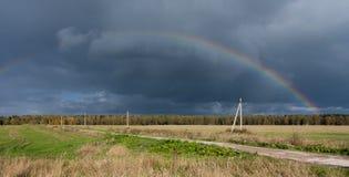 mörk morgonregnbåge Fotografering för Bildbyråer