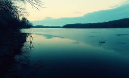 Mörk sjö Arkivfoto