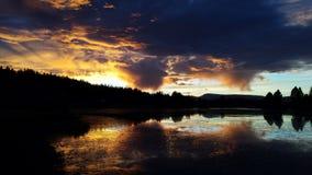 mörk solnedgång arkivfoton