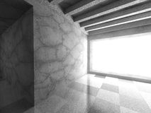 Mörk stads- arkitektur Tomt konkret rum med det stora fönstret Arkivfoton