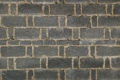 Mörk tegelstenvägg i porslin Royaltyfria Bilder