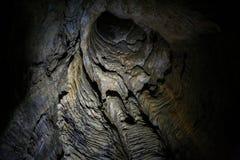 Mörk tunnel i den Ruakuri grottan, Waitomo, NZ Arkivfoto