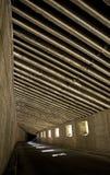 Mörk vägtunnel, underjordisk väg royaltyfria bilder
