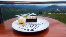 Mörk vit chokladkaka för söt kulle royaltyfri fotografi