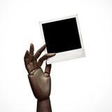 Mörk wood hand med polaroidramen Arkivbilder