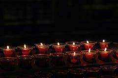mörka burning stearinljus fotografering för bildbyråer