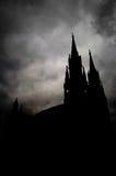Mörka dystra moln ovanför domkyrkan av ST Gerhard Royaltyfri Bild