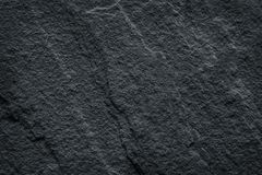 Mörka grå färger stenar textur, svart kritiserar stenen mönstrar naturlig abstrakt bakgrund royaltyfria bilder