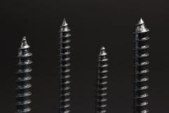 mörka skruvar Fotografering för Bildbyråer
