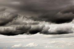 Mörka stormmoln 1690 Arkivfoto