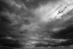 Mörka Strom moln Arkivbild
