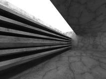 Mörka tomma betongväggar hyr rum inre med takljus Royaltyfria Foton
