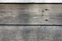 Mörka träbräden, plankor Naturligt åldrigt trä, en naturlig process Närbild Materielfoto arkivfoton
