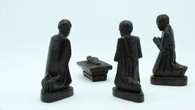 Mörka wood Christian Nativity Scene av Jesus och den tre bibliska de tre vise männen stock video