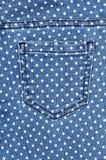 Mörker - blå kvinnlig jeans - tygstruktur Royaltyfria Bilder