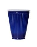 Mörker - blå plast- kopp som isoleras på vit Royaltyfri Fotografi