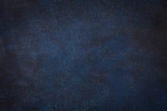 Mörker - blå svart kritiserar bakgrund royaltyfria foton
